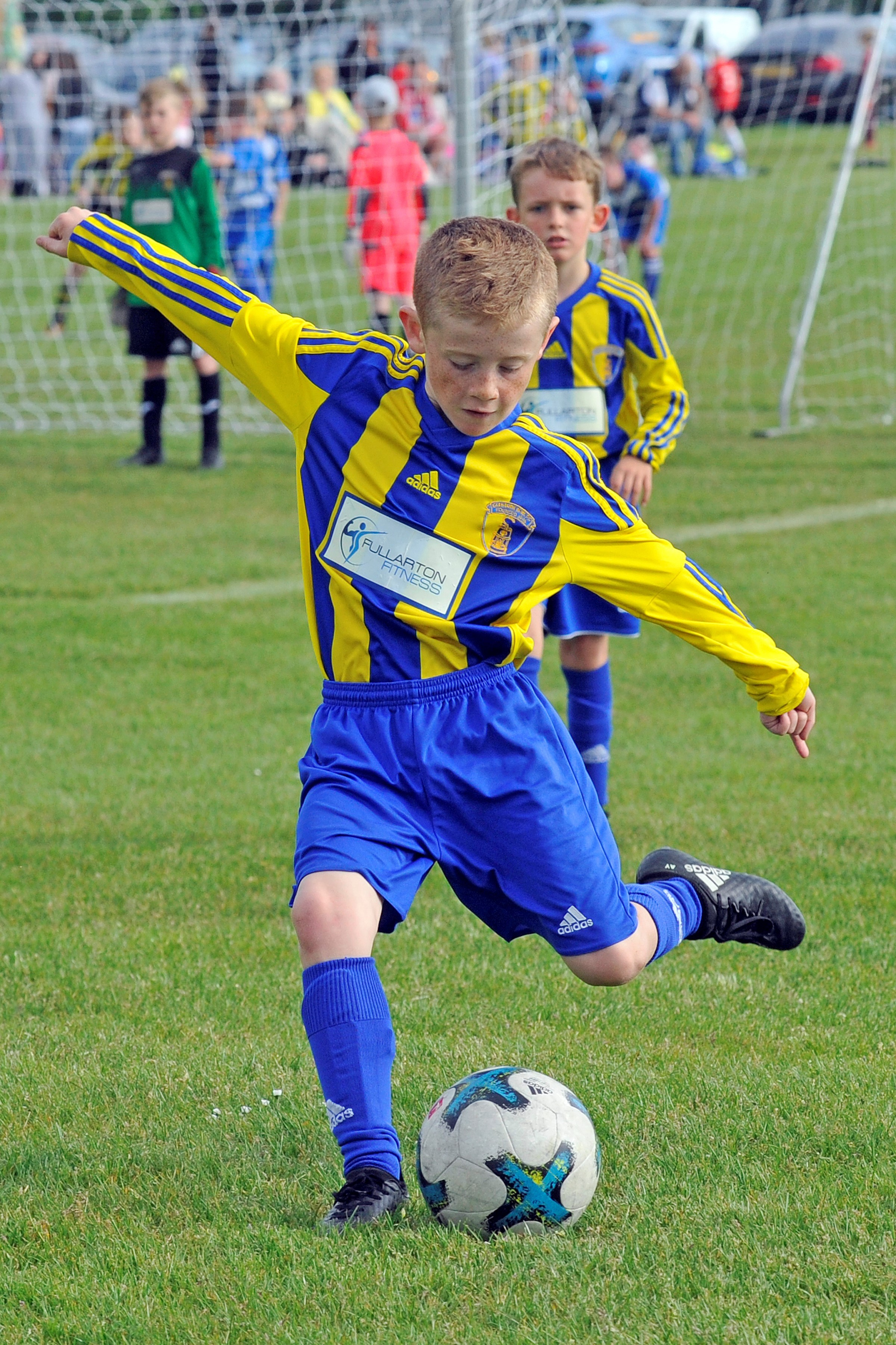 GOOD CROSS: Glenburn 09s are pictured in yellow/blue against Garnkirk United.